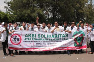 Prodi Ilmu Penyakit Jantung turut serta dalam aksi solidaritas dokter nasional, menuntut pembebasan dr. Ayu, SpOG